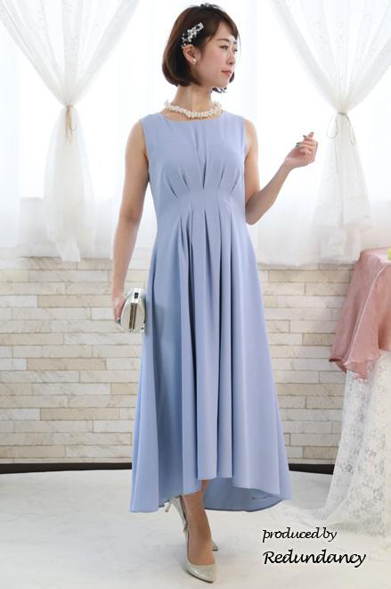 上品で落ち着いた雰囲気の水色(スカイブルー)のドレス