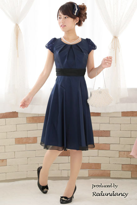 「清楚カラー」のドレス