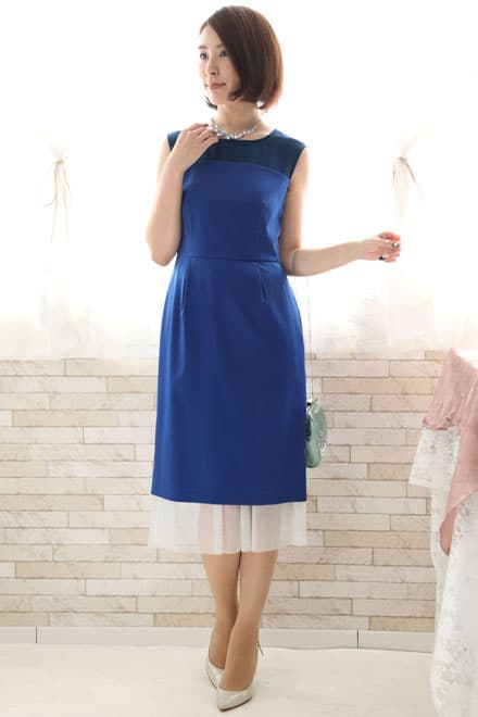 清涼感のあるブルーのドレス